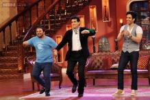 Comedy Nights with Kapil: Navjot Singh Sidhu touches feet of veteran actor Jeetendra