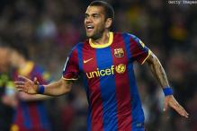 Alves wants to stay at Barcelona despite no offer