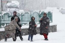 Kashmir Valley receives fresh snowfall, national highway closed