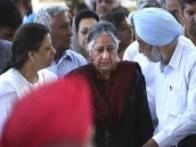 India's top political leaders pay their last respects at Khushwant Singh's funeral