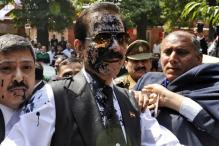 SC takes note of ink attack on Subrata Roy, issues notice to lawyer