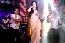 'Baby Doll' Sunny Leone shakes a leg with the lead pair of 'Pavitra Rishta'