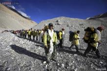 Avalanche sweeps Mt Everest; 6 killed, 9 missing
