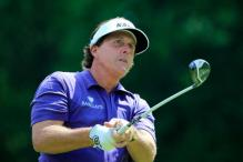 Mickelson shrugs off injury concern before Masters