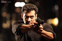 Salman Khan fans mob the actor, 'Kick' crew in Warsaw
