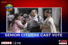 Watch: A senior citizen comes to vote with an oxygen machine on