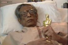 Watch: Satyajit Ray seen receiving Lifetime Achievement Oscar in bed from Audrey Hepburn