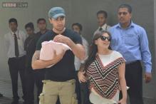 Snapshot: First pictures of Imran Khan and Avantika Malik with their newborn daughter