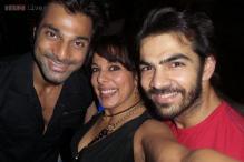 Snapshot: TV actor Karan Grover celebrates 32nd birthday with Karan Mehra, Simran Kaur Mundi