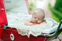 Snapshot: Singer Kelly Clarkson shares her newborn's picture on Twitter