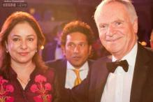 Photos: Jeffrey Archer trolls 'unknown cricketer' Sachin Tendulkar for photo-bombing his picture with Mrs. Tendulkar!
