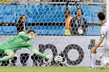 World Cup 2014: Holland beat Costa Rica on penalties to reach semis