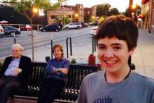 This boy spotted Paul McCartney and Warren Buffet chilling on a bench and did the best thing ever - he took a selfie!
