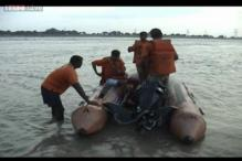 Boat caprizes in the Ganga in Varanasi, 2 dead, 16 missing