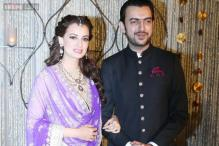 Snapshot: Bride-to-be Dia Mirza looks gorgeous as she shows off her mehendi