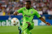 Juventus fullback Patrice Evra out for a month with thigh injury