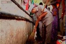 Clean Up India: Arvind Kejriwal cleans choked drains near PM Modi's house