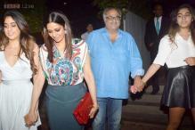 Snapshot: Jhanvi Kapoor enjoys a night out with mom Sridevi, dad Boney Kapoor