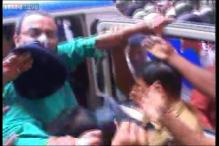 Kolkata Police manhandles media persons who try to speak to Saradha scam accused Kunal Ghosh