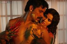 'Rang Rasiya' review: Choppy editing, poor script and terrible costumes dilute the film's impact