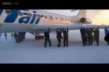 Passengers push frozen Siberian plane in minus 52 degree celsius temperature