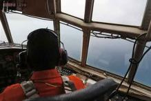 Search team pilot says he saw bodies of victims 'holding hands' at the AirAsia QZ8501 crash site