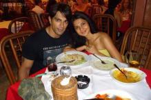 Karan Singh Grover confirms split from Jennifer Winget on Twitter, asks for privacy