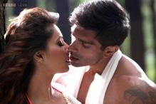 Bipasha Basu and Karan Singh Grover's hot chemistry is hard to miss in the new song 'Katra' from their film 'Alone'