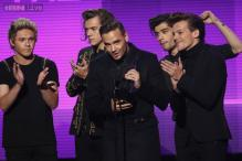 Boy band One Direction sing Christmas carol on 'The Tonight Show Starring Jimmy Fallon'