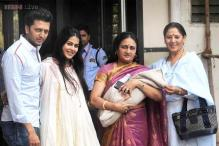 Snapshot: Riteish Deshmukh takes wife Genelia, newborn son home