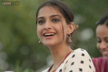 Sonam Kapoor sells her clothes for charity