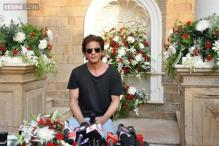 Shah Rukh Khan celebrates 'DDLJ' 1000 weeks by shooting at YRF studio