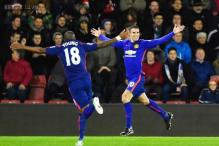 Robin van Persie nets twice as Manchester United beat Southampton 2-1