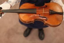Naked violinist sues Portland police over arrest