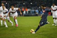Napoli beat Genoa 2-1 with controversial penalty in Serie A
