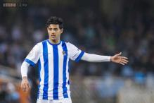 Real Sociedad's Carlos Vela has surgery on right knee, out for 2 months