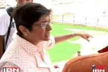 Kiran Bedi enquire about Kejriwal health at Bassi At-Home reception