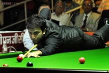 Siddharth Parikh surprises Pankaj Advani in billiards