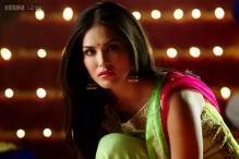 'Ek Paheli Leela': Jay Bhanushali serenades Sunny Leone, but she's dancing with Rajneesh Duggal in a flashback in 'Tere bin nahi laage'