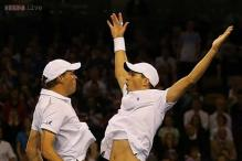Bryans win to keep US alive in Davis Cup vs Britain