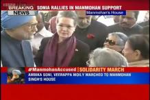 Outraged by summons served to Manmohan in coal scam, Sonia leads Congress solidarity march