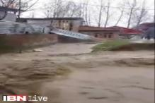 Jhelum crosses danger mark in Kashmir, several areas waterlogged
