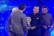 Chetan Bhagat is the Indian of the Year 2014 in entertainment section