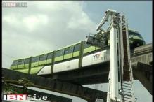 Monorail stranded between Mysore Place station and Bhakti Parki in Mumbai