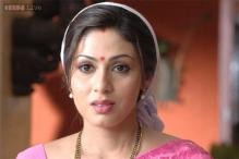 Sadha makes comeback with Vadivelu's 'Eli'