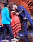 Ranbir Kapoor performs, steals a kiss from Bharti Singh while promoting 'Bombay Velvet' on 'India's Got Talent'