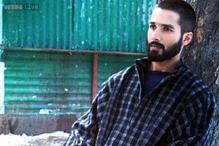 IBNLive Movie Awards 2015: Vishal Bhardwaj and Basharat Peer win the Best Dialogue award for 'Haider'