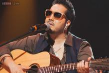 Singer Mika Singh slaps a doctor while performing at a Delhi concert
