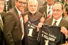 Modi, Hollande presented cricket jerseys at Elysee Palace