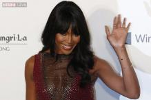 Naomi Campbell makes surprise runway appearance